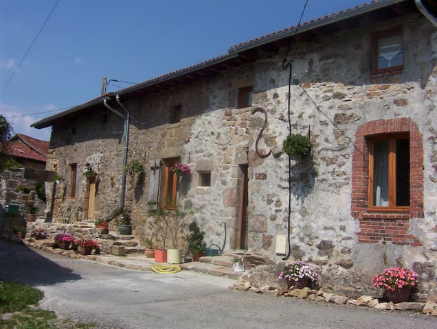 Double ensuite room with use of kitchen and living room facilities - Saint-Auvent - Σπίτι