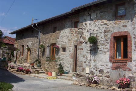 Double ensuite room with use of kitchen and living room facilities - Saint-Auvent - House