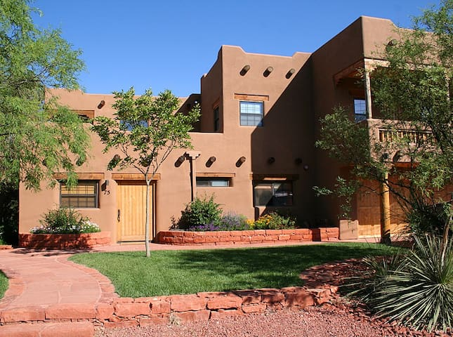 Luxurious Cathedral Suite by Red Rock Crossing - Sedona - Apartment