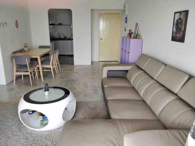 Cozy home with city view near Setia Walk