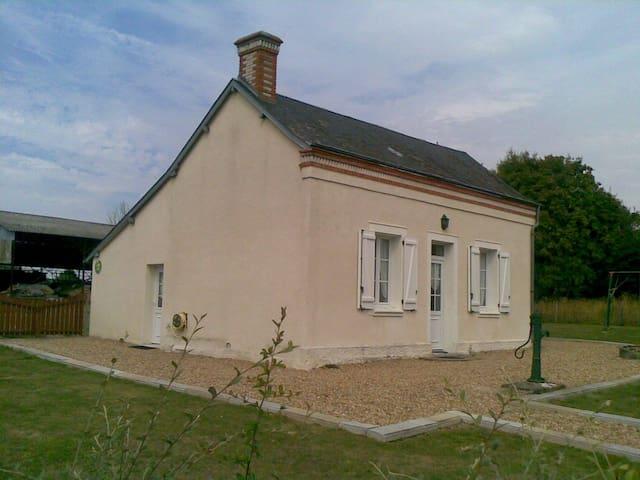 GITE CHEZ MOUMOUNE - Avrillé-les-Ponceaux - Nature lodge