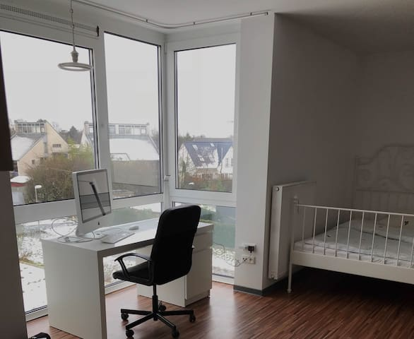1Raum-Apartment am Uniklinikum mit Panoramafenster