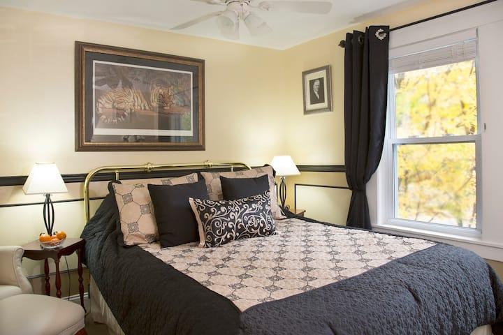 Hoover Bedroom: Elegant and Affordable