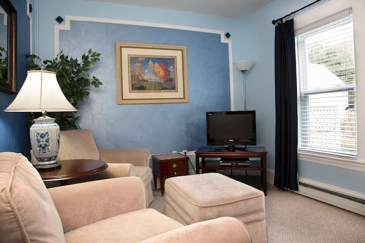 Eisenhower Suite: Spoil Yourself