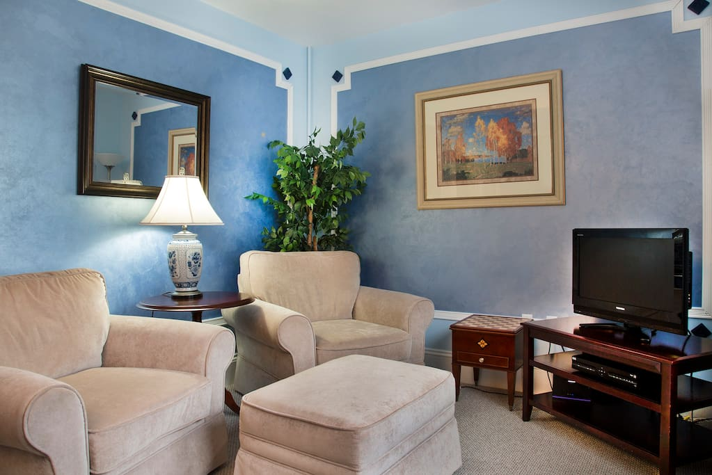 Eisenhower Deluxe Suite - sitting room
