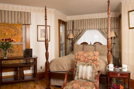 Glynn House: Taft Deluxe Bedroom - Bed & Breakfast