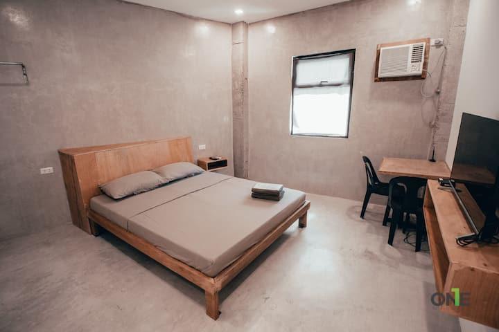 Queen Bed Suite 10 w/ Fast Wifi & Netflix in Biñan