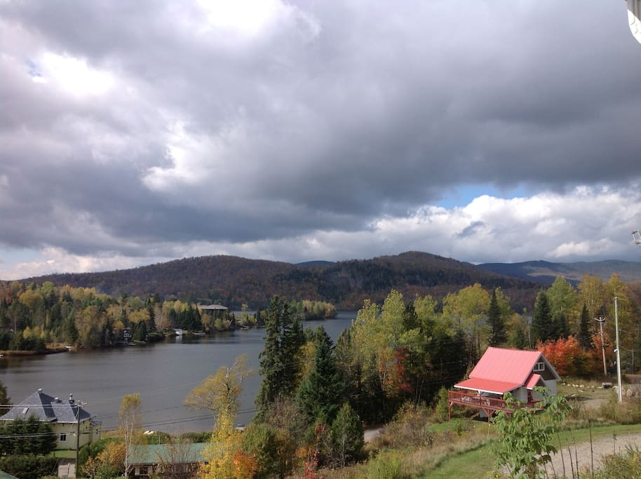 Mont tremblant north side chalet with lake access houses for Lac miroir mont tremblant