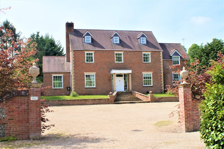 Lambourn House, Light, Space, Charm!