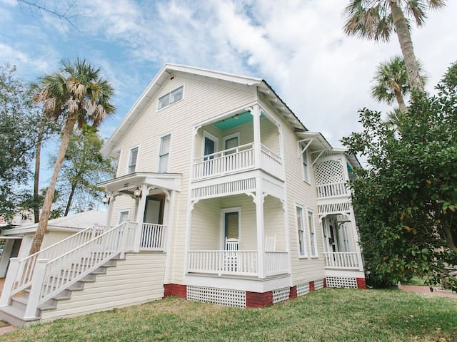 Victorian home downtown- perfect location!