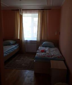 """Гостевой дом """"на Береговой"""". Двухместный 2 кровати - Manzherok - เกสต์เฮาส์"""