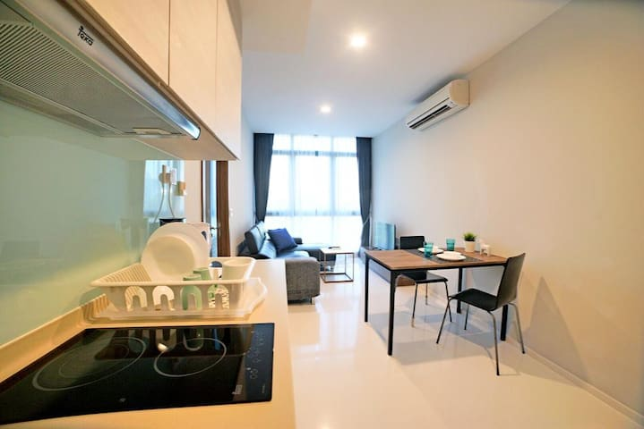 Comfy & Relaxing 1-Bedroom APT near FarrerPark MRT