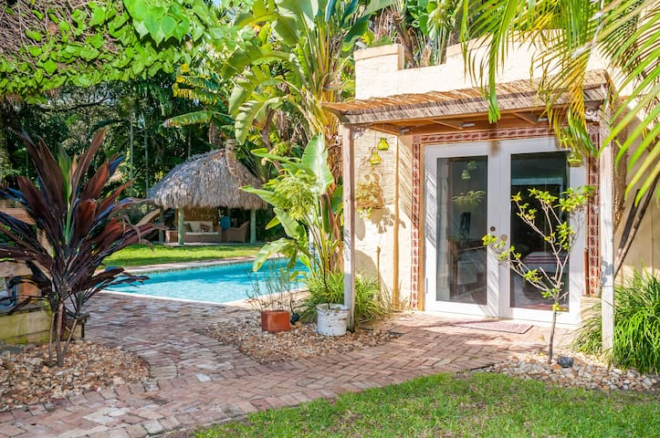 Cozy and charming cottage   - Biscayne Park - Rumah