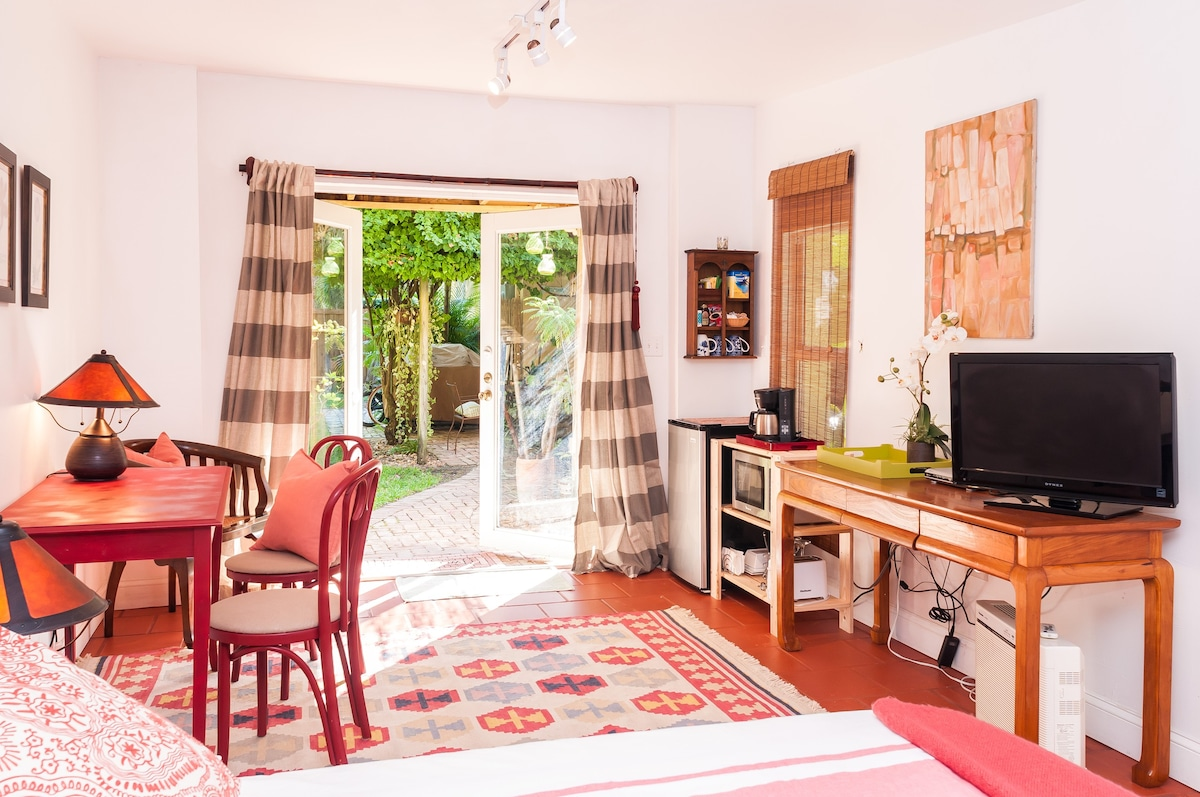 Cozy and charming cottage - Houses for Rent in Biscayne Park ...