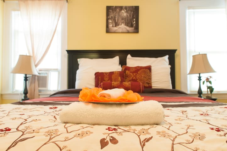 Jupiter Suites, Rm #3- (JFK) - Queens - Bed & Breakfast