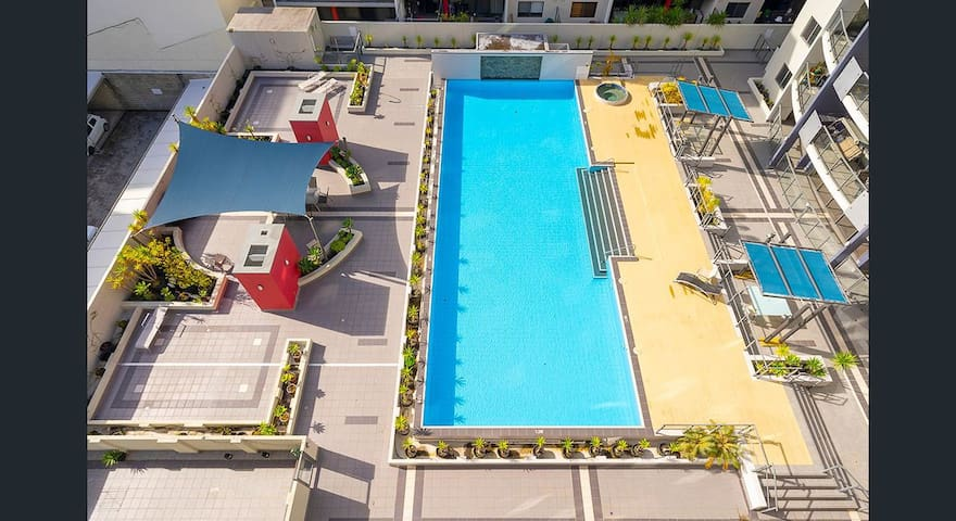 Secure City Apartment- Parking AirCon Pool Gym Spa