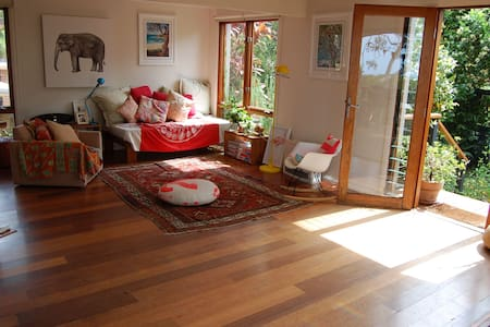 Sun filled beach house - Bilgola Beach