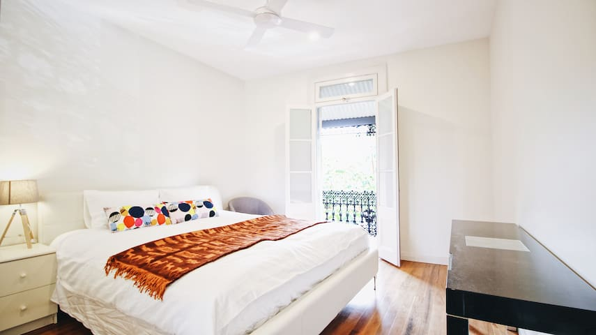 Chic 5 Beds house in Sydney-2A