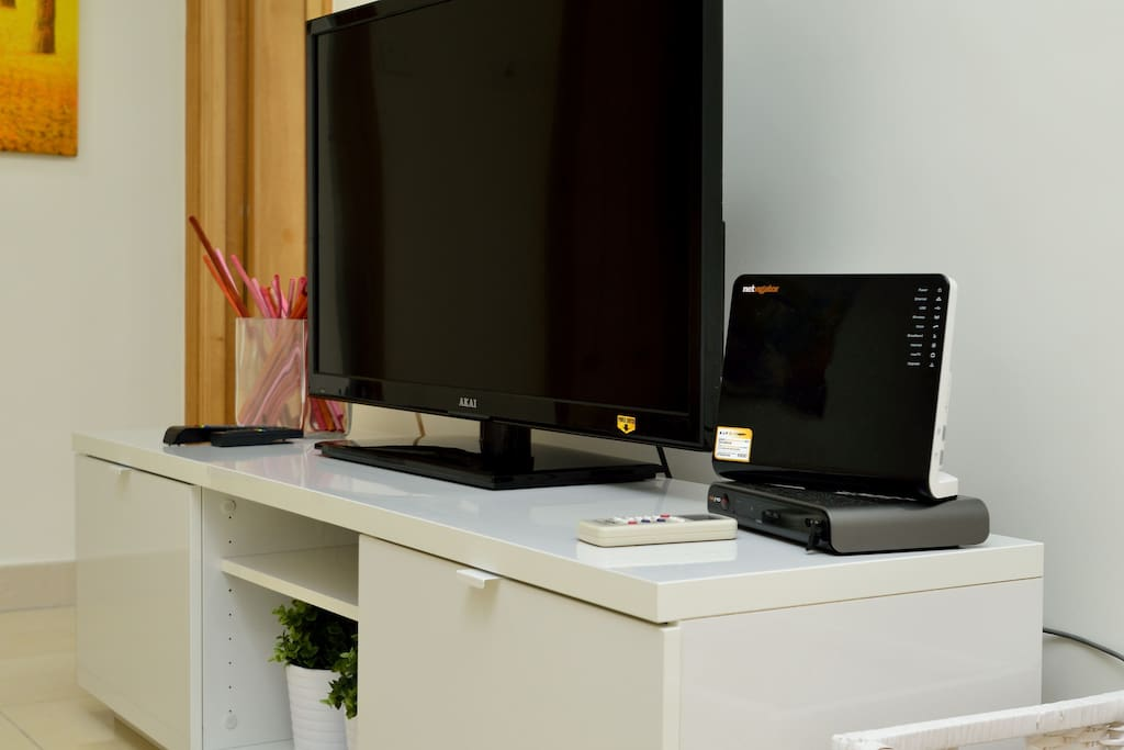 TV 39'' with internet WIFI and Cable TV