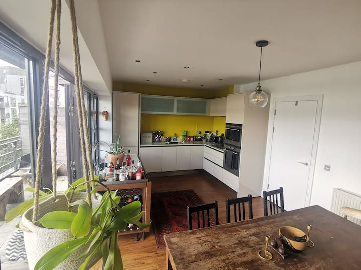 Central Brighton Double Room with shared Balcony