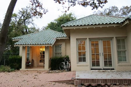 Charming guesthouse in historic district - Fort Worth - Guesthouse - 1
