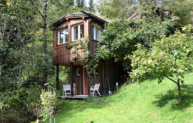 Im Wald und doch zentru(SENSITIVE CONTENTS HIDDEN)ah - Innsbruck - Pondok