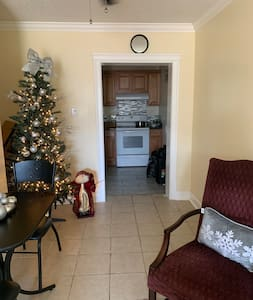 Renovated, Cozy & Clean mins from FV State & Base
