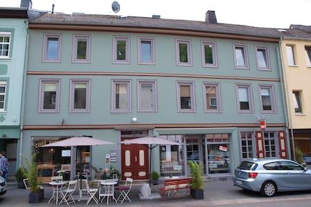 Ferienwohnung in Altstadthaus 70qm  - ディエズ