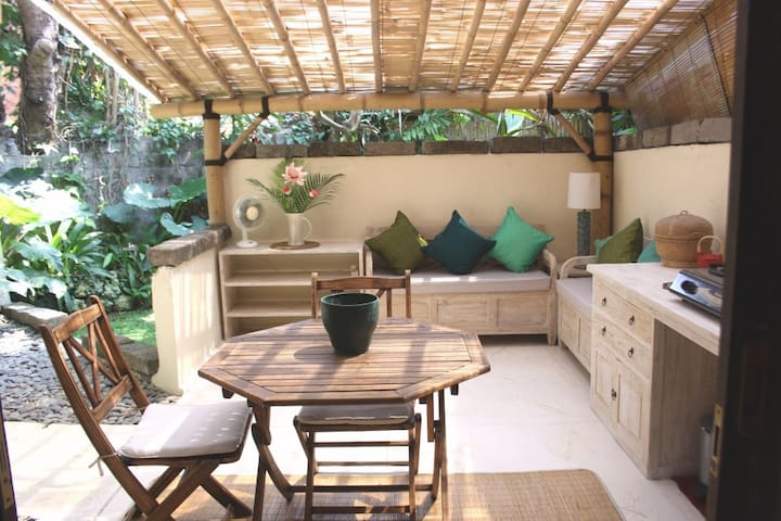 Beautiful studio-bungalow nr beach - Sanur - Haus