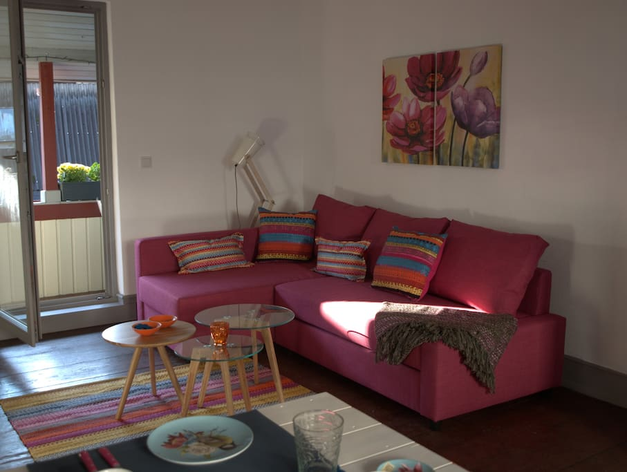 das Wohnzimmer, Couch kann zu einem 150 X 200 Bett umgebaut werden.