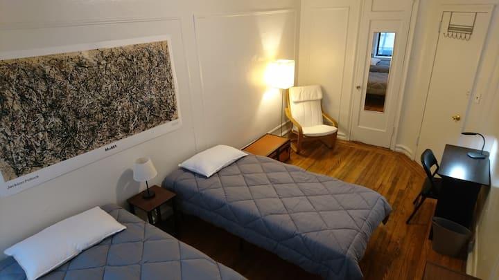 Big comfortable private bedroom in Upper Manhattan