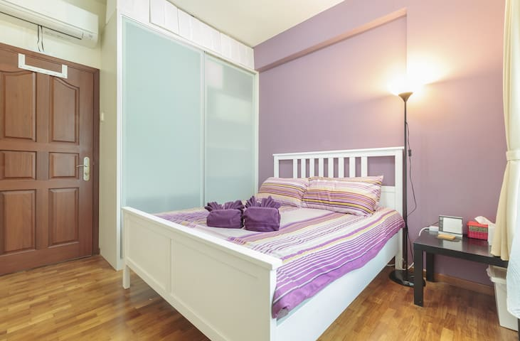 Clean room, minutes to MRT & shops