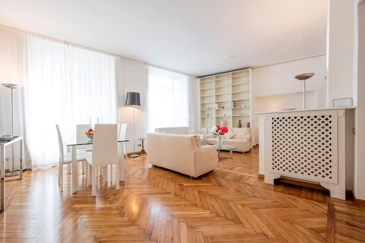 Luxury 2 Bedroom in Duomo Area