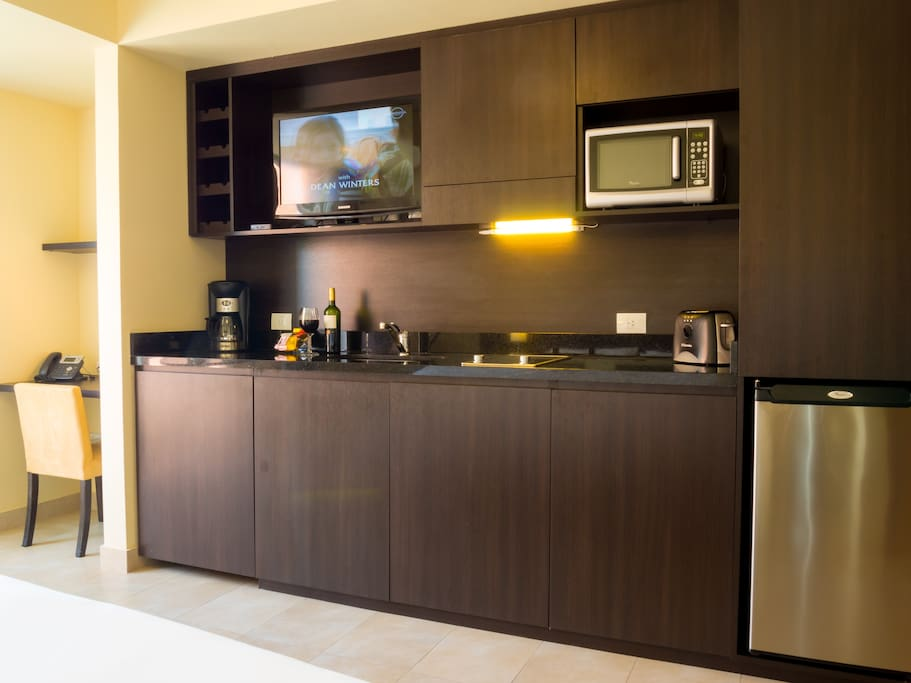 Desk, kitchenette, wifi and LCD with DirecTV.