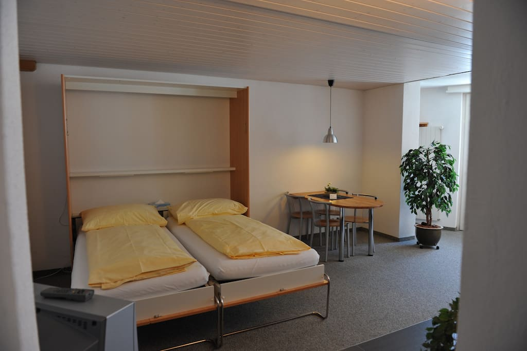 twin beds and dining area