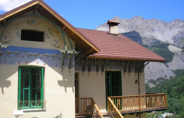 Schöne klein wohnung, für 3 pers - Entraunes - House