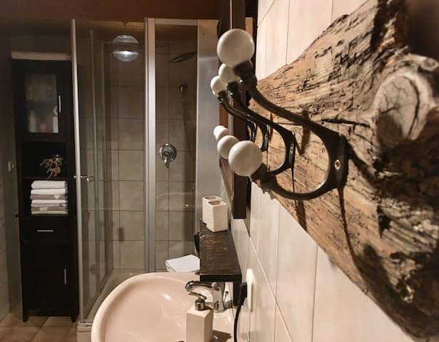 Ein eigenes Gästebad mit Dusche & Badewanne
