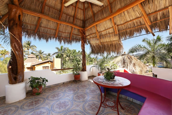 SPECIAL - LG 1 BR PENTHOUSE-VIEWS, BEACH 100 STEPS - Sayulita - Rumah