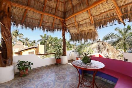 Penthouse, Casa Suenos del Mar- 100 yards to beach