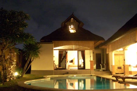 Canggu open floor villa with pool - นอร์ธคูตา