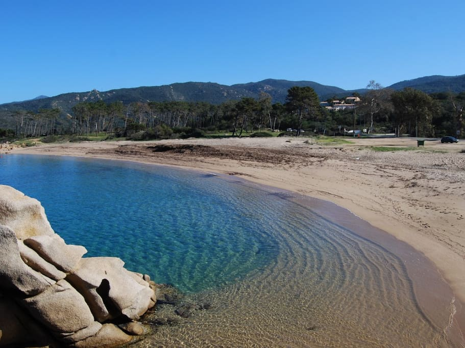 Les plages au sable fin , et a l'eau turquoise a quelques minutes !