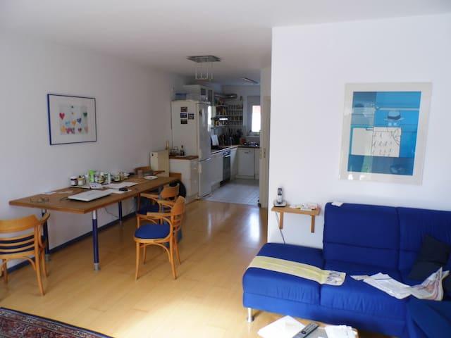 Schönes ruhiges Dachgeschosszimmer  - Dietzenbach - Szeregowiec