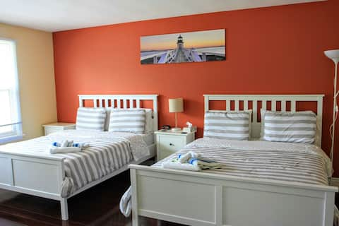 Relax on the queen bed after walking the tourist area and Niagara Glen