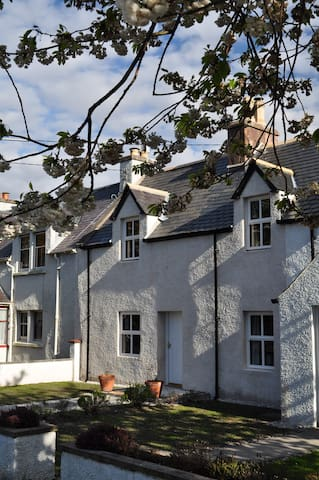 Gloriously renovated 2 bed cottage - Ullapool
