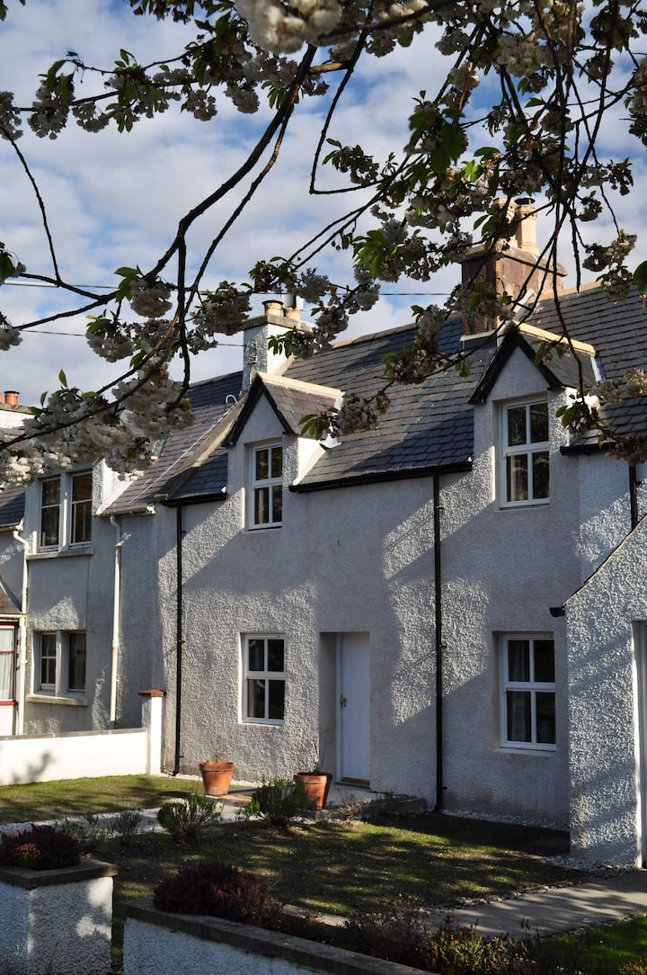 Gloriously renovated 2 bed cottage