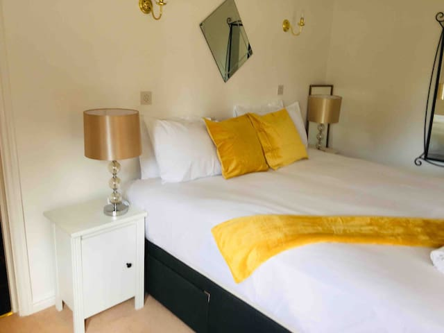 Cosy beautiful 2 bedroom flat