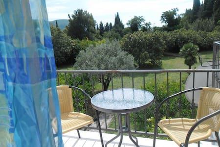 Трехкомнатный апаратмент с садом - Petrovac