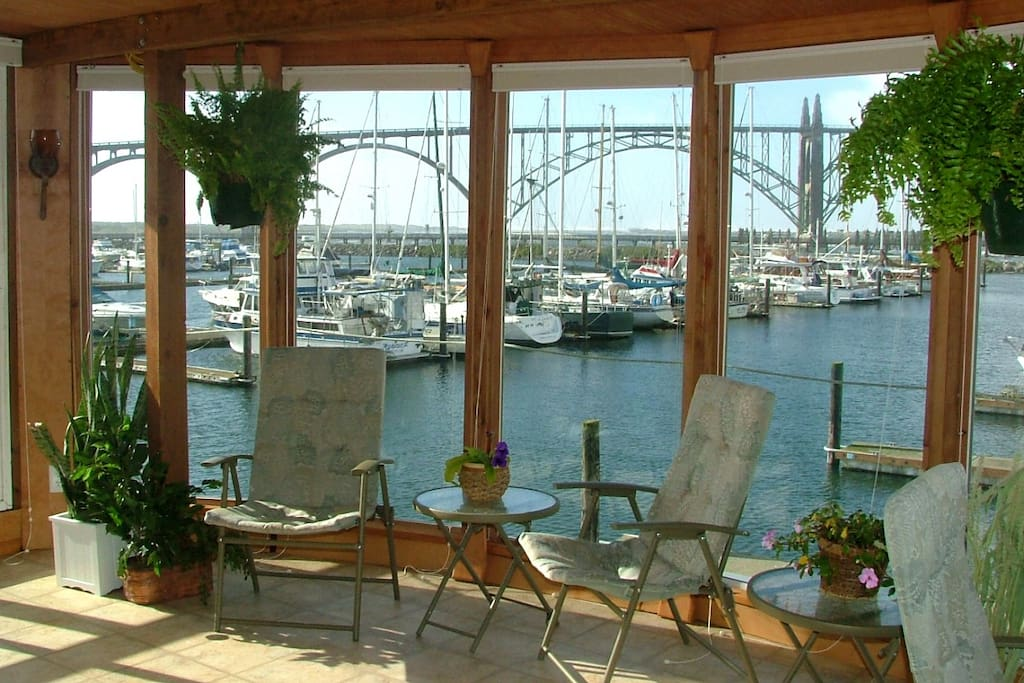 Enjoy Happy Hour in the sunny, warm Solarium with a panoramic view of the Yaquina Bay Bridge & Historic Bay front on the stern of deck 2. Or watch the glorious sunset while the boats come into the Marina.