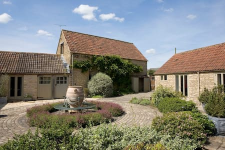 Beautiful converted Old Dairy - Laverton - Hus