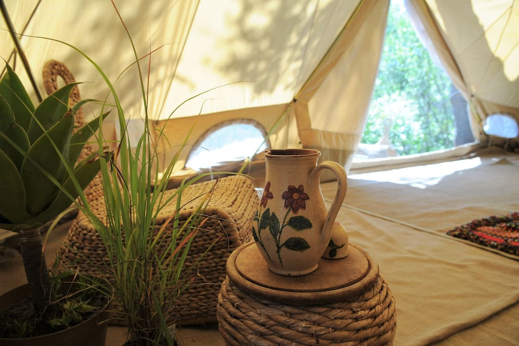 Tents beautifully decorated with tradicional Portuguese pieces